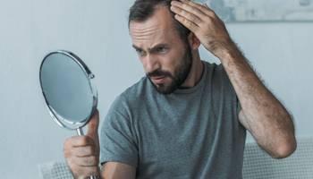 Alopecia androgenică reprezintă cea mai frecventă formă de cădere a părului. În general, incidenţa bolii creşte o dată cu vârsta. Prezenţa alopeciei creează probleme de ordin estetic și psihologic.
