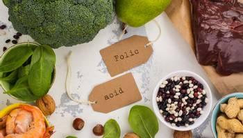 Care sunt beneficiile acidului folic ► Administrarea acestuia ► Simptome si cauze ale deficitului de acid folic ► Importanta acidului folic in sarcina ► Doza zilnica recomandata de acid folic